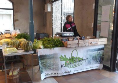 Stand légumes sous la halle
